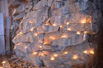 Ljus på bergväggen