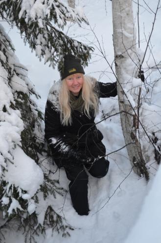 Annika hoppar ut i snön