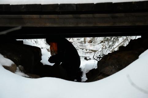 Annika under en bro
