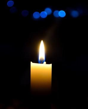 Släck alla lampor och tänd ett ljus