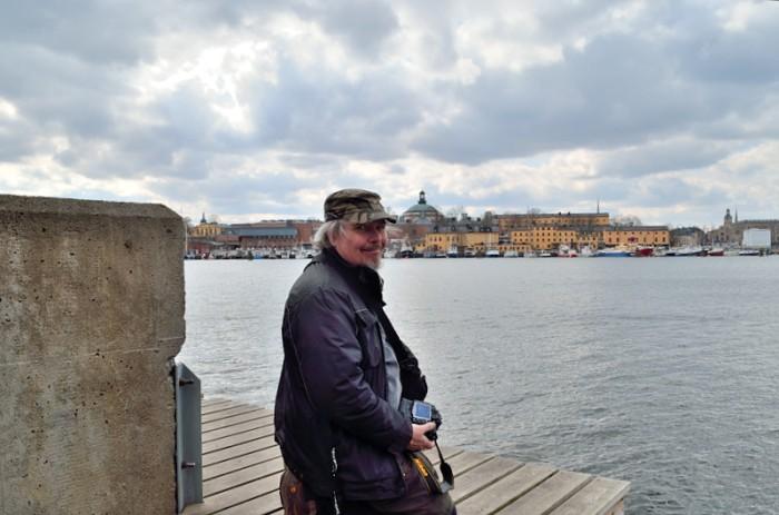 Hasse på knä i Stockholm