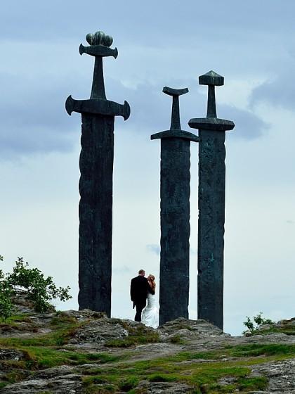 Tre svärd och ett brudpar
