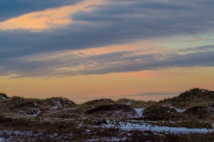 Solen går ned över strandängarna