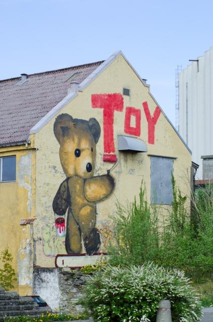 Teddy målar