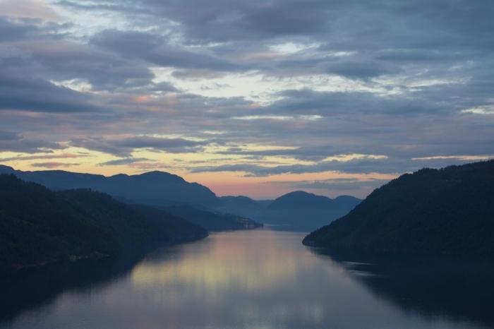 Solnedgång i fjorden