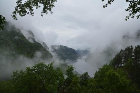 De dimhöljda bergen