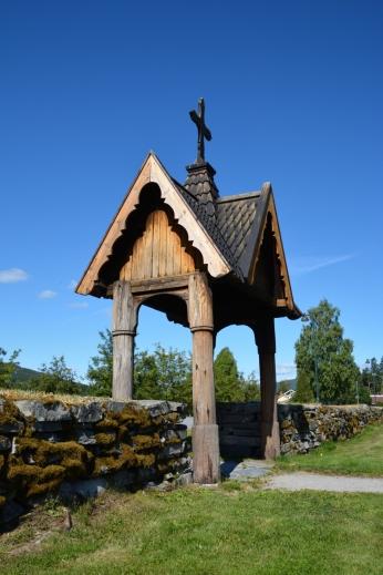 Fin ingång Heddal kyrkogård