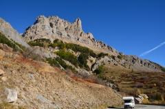 Husbilen och klippiga berg