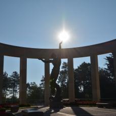 Monument vid Amerikanska kyrkogården, Omaha Beach