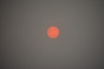 Solskivan genom brandrök