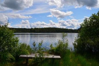 En bänk vid Stora Ton, Skinnskatteberg