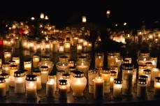 Vi tänder ljus för nära och kära
