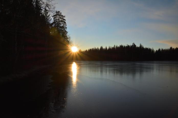 Solen går ner vid Lilla Älgsjön